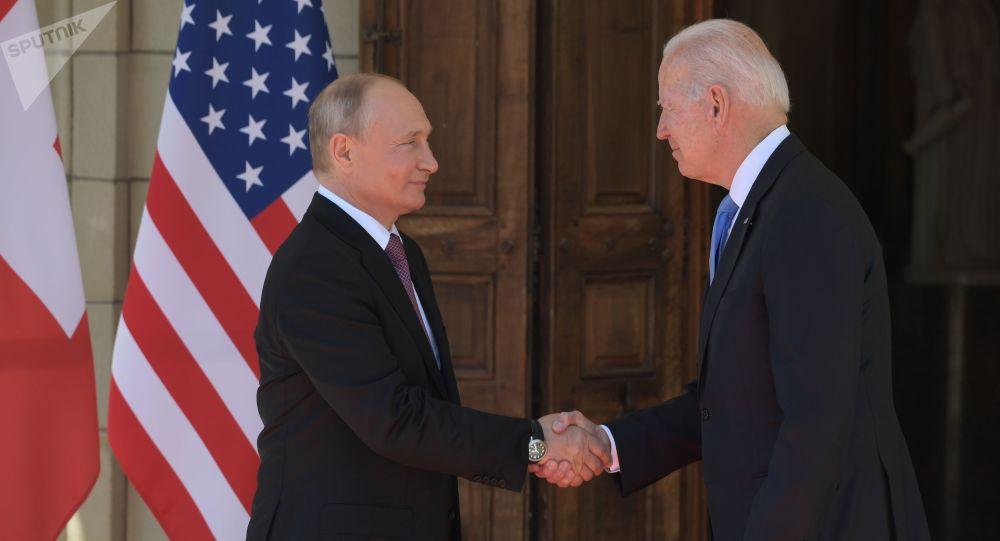 Россиянын лидери Владимир Путин АКШнын президенти Жозеф Байден. Архивдик сүрөт