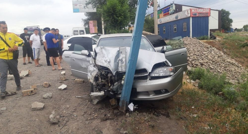В районе рынка Дордой на объездной дороге произошло ДТП с участием двух машин