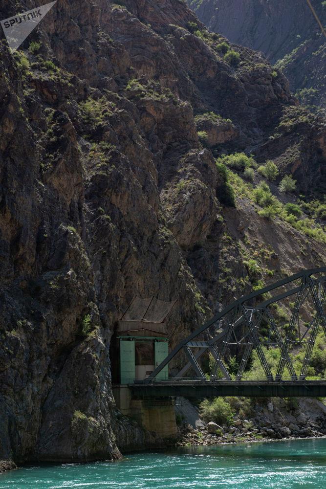 Главный вход в Токтогульскую ГЭС в Джалал-Абадской области