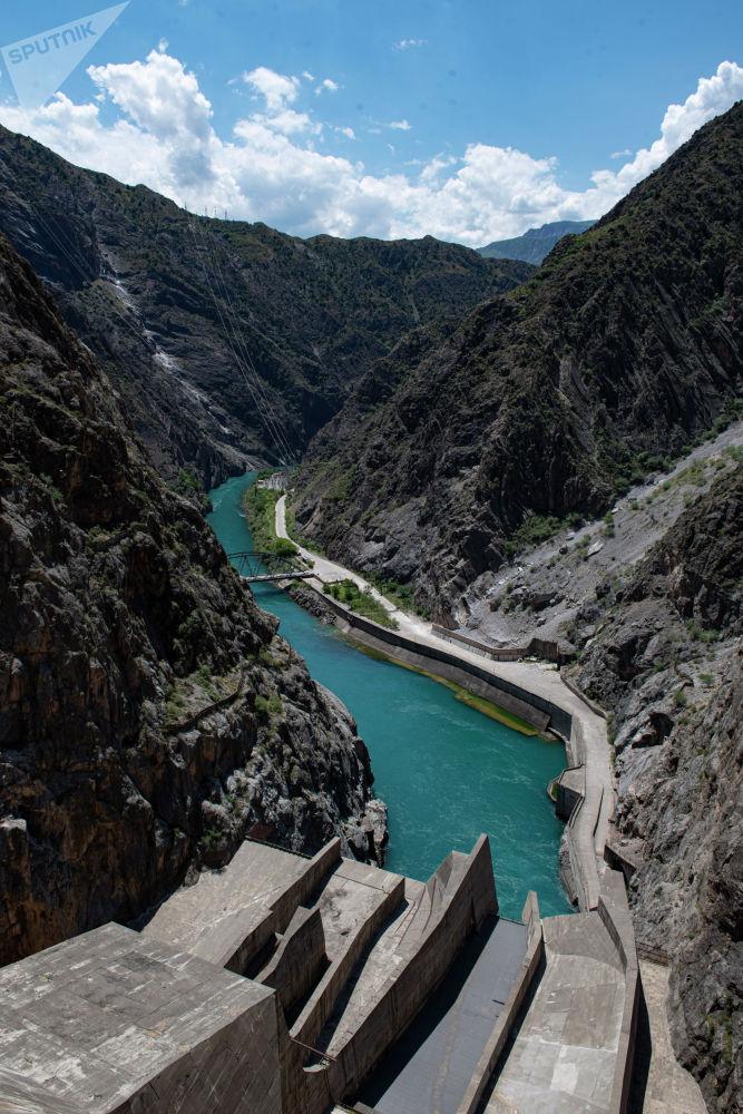 Река Нарын после истока с Токтогульского водохранилища в Джалал-Абадской области