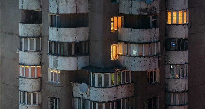 Балконы многоквартирного дома в Бишкеке