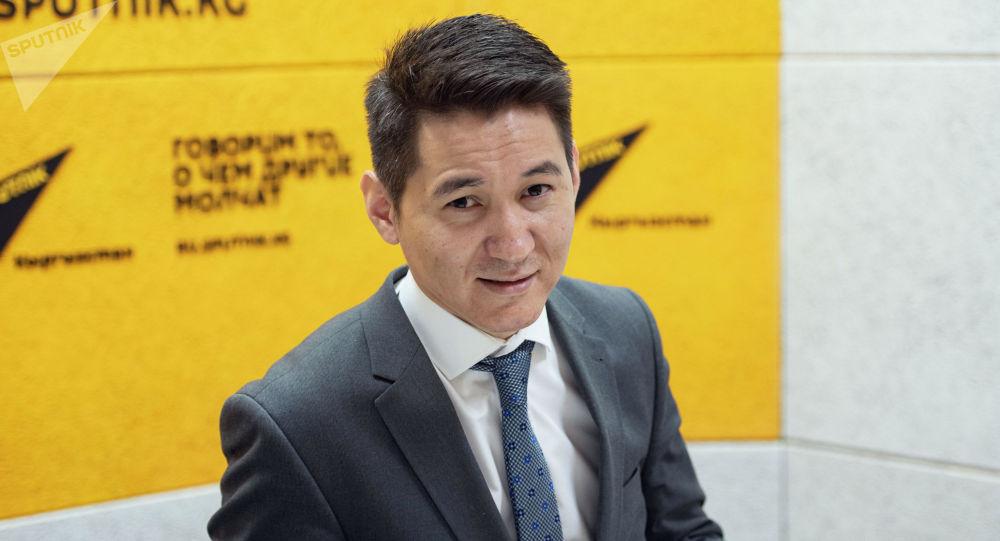 Заместитель министра здравоохранения по цифровому развитию Бакыт Джангазиев на радио Sputnik Кыргызстан