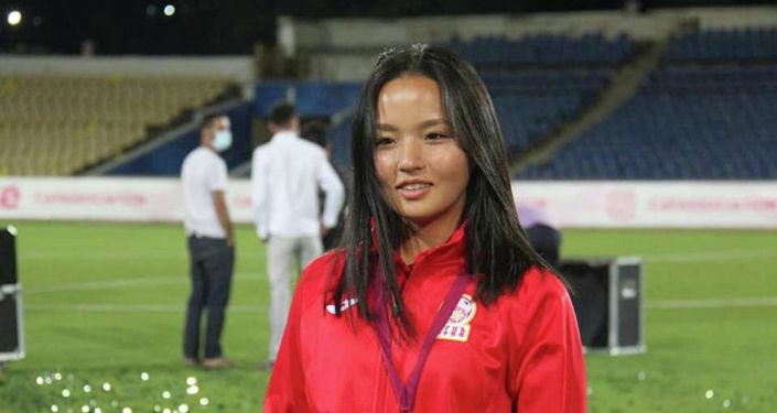 Игрок женской сборной Кыргызстана по футболу на турнире Центральноазиатской футбольной ассоциации среди женских молодежных сборных (CAFA Women's Championship)