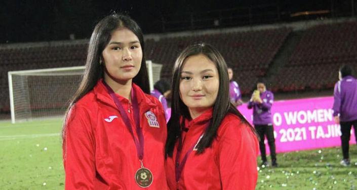 Игроки женской сборной Кыргызстана по футболу на турнире Центральноазиатской футбольной ассоциации среди женских молодежных сборных (CAFA Women's Championship)
