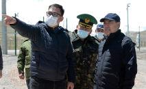 Президент Садыр Жапаров во время ознакомления с деятельностью КПП Торугарт