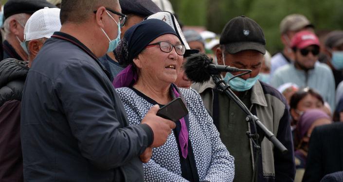 Жители Ат-Башинского района на встрече с президентом КР Садыром Жапаровым, находящимся с рабочей поездкой в Нарынской области