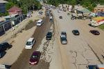 В последние недели на трассе Бишкек — Ош произошло сразу несколько крупных аварий. По словам водителей, одна из причин — состояние дороги. Чтобы показать ее наглядно, мы проехали вместе с таксистом по главной транспортной артерии Кыргызстана.