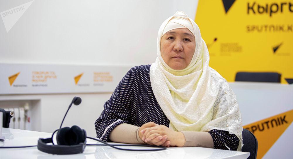 Предпринимательница Назира Маматкалыкова во время интервью на радио Sputnik
