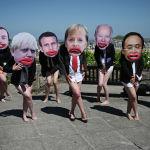 Активисты Extinction Rebellion с лицами лидеров стран G7 на демонстрации во время саммита большой семерки в Корнуолле (Великобритания). 13 июня 2021 года