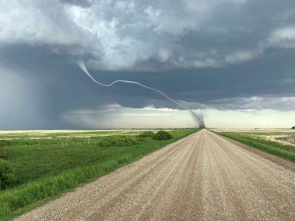 Торнадо на поле в Дарси, Саскачеван, Канада. 15 июня 2021 года