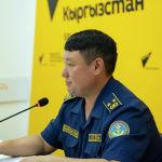 Начальник Управления гражданской защиты и аварийно-спасательных работ МЧС Ырыспек Жолдошбаев на брифинге в пресс-центре Sputnik Кыргызстан