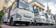 Новые автобусы марки ISUZU. Архивное фото