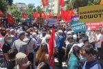 Экс-премьер-министр Өмүрбек Бабановдын тарапташтары митингте
