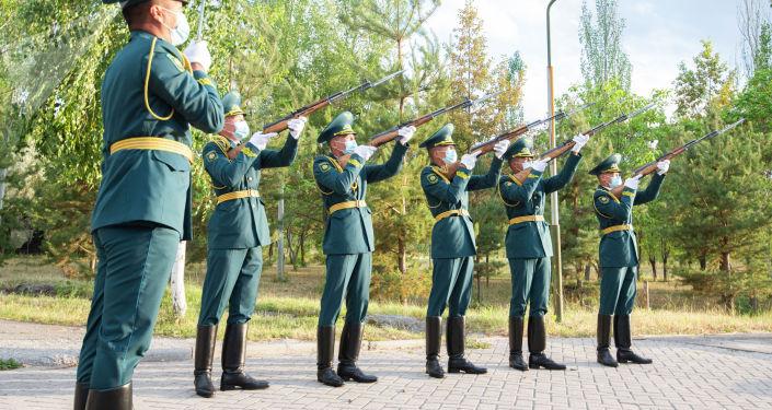 В Бишкеке прошла акция Свеча памяти, приуроченная к 80-летию начала Великой Отечественной войны.