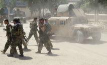 Силы афганских войск на поле боя, где они сталкиваются с повстанцами Талибана, в провинции Кундуз. Афганистан, 22 июня 2021 года