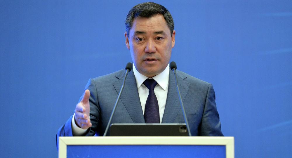 Президент Садыр Жапаров во время выступления на встрече с бизнес-сообществом. 23 июня 2021 года