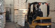 В Бишкек и Ош в этом месяце поступило почти 365 тонн обогащенного растительного масла в качестве помощи из России. Продовольствие получат 27 тысяч уязвимых семей.