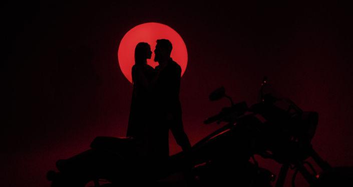 Фотографии представленные на фотовыставке Любовь и искусство в музее изобразительных искусств им. Гапара Айтиева в Бишкеке