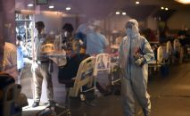 Медицинский работник в госпитале в Дели. Архивное фото