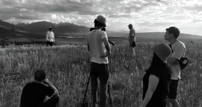 На киностудии Кыргызфильм им. Т. Океева проходят съемки полнометражного документально- публицистического фильма Эшенаалы Арабаев