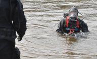 Водолазы во время поисково-спасательных работ. Архивное фото