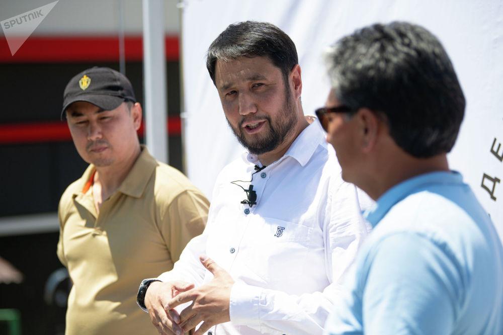 Организаторы мини-турнира по снайпингу среди журналистов в Бишкеке