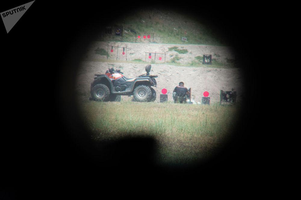 Мишени для стрельбы на мини-турнире по снайпингу среди журналистов в Бишкеке