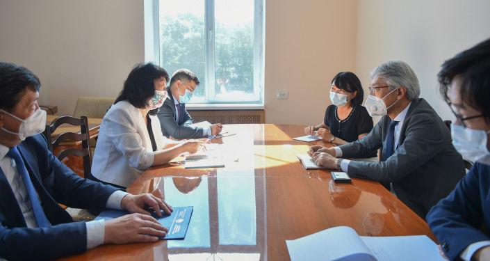Заместитель председателя кабинета министров Жылдыз Бакашова и Посол Японии в КР Сигэки Маэда обсудили вопросы развития двустороннего сотрудничества. 25 июня 2021 года