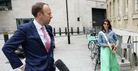 Министр здравоохранения Великобритании Мэтт Хэнкок и его помощница Джина Коладанджело