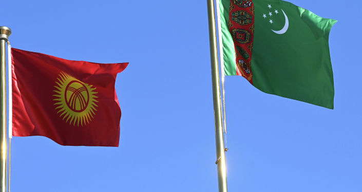 Флаги Кыргызстана и Туркменистана во время ффициального визита президента КР. 27 июня 2021 года