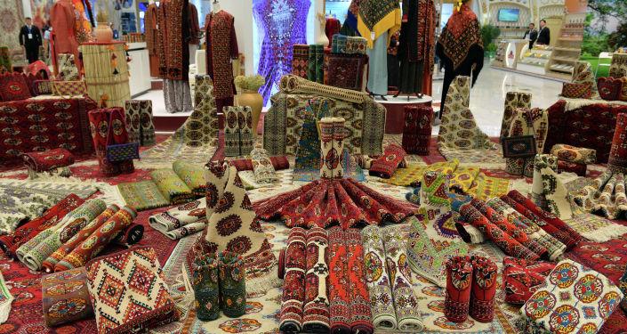 Ковры на выставке экспортных товаров Туркменистана. 27 июня 2021 года