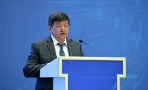 Кыргызстандын экономика жана финансы министри Акылбек Жапаров. Архивдик сүрөт