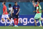 Нападающий Франции Килиан Мбаппе после удара пенальти во время футбольного матча 1/8 финала ЕВРО-2020 между Францией и Швейцарией