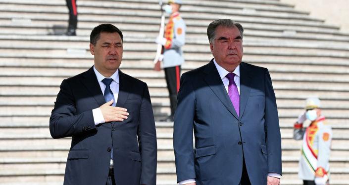 Церемония официальной встречи президента Кыргызстана Садыра Жапарова с главой Таджикистана Эмомали Рахмоном в городе Душанбе. 29 июня 2021 года