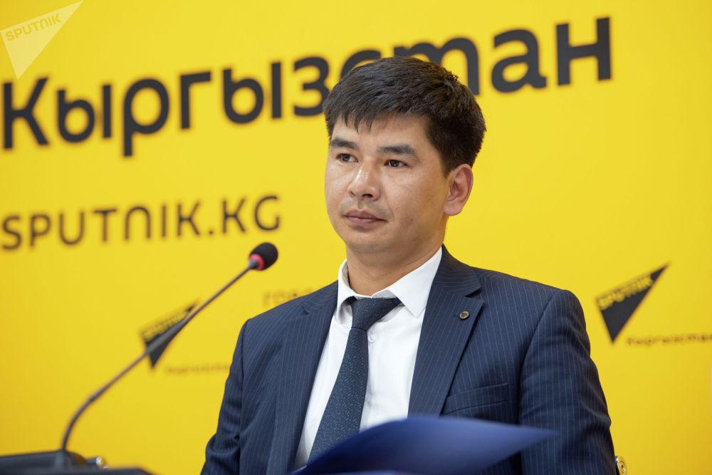 Заместитель директора государственного учреждения Унаа Бакытбек Шералиев на брифинге в мультимедийном пресс-центре Sputnik Кыргызстан