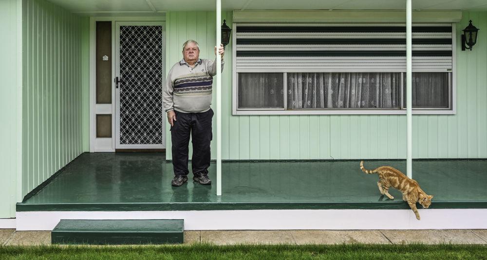 Австралиялык фотограф Карен Уоллердин Мышык жана веранда аталыштагы эмгеги Кадимки портрет жарышында экинчи орунду ээледи