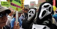 Участники антиядерной демонстрации в Токио, Япония. Архивное фото