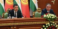 Президент Садыр Жапаров во время переговоров с президентом Республики Таджикистан Эмомали Рахмоном в Душанбе. 29 июня 2021 года