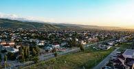Вид с дрона на частные дома на окраине Бишкека
