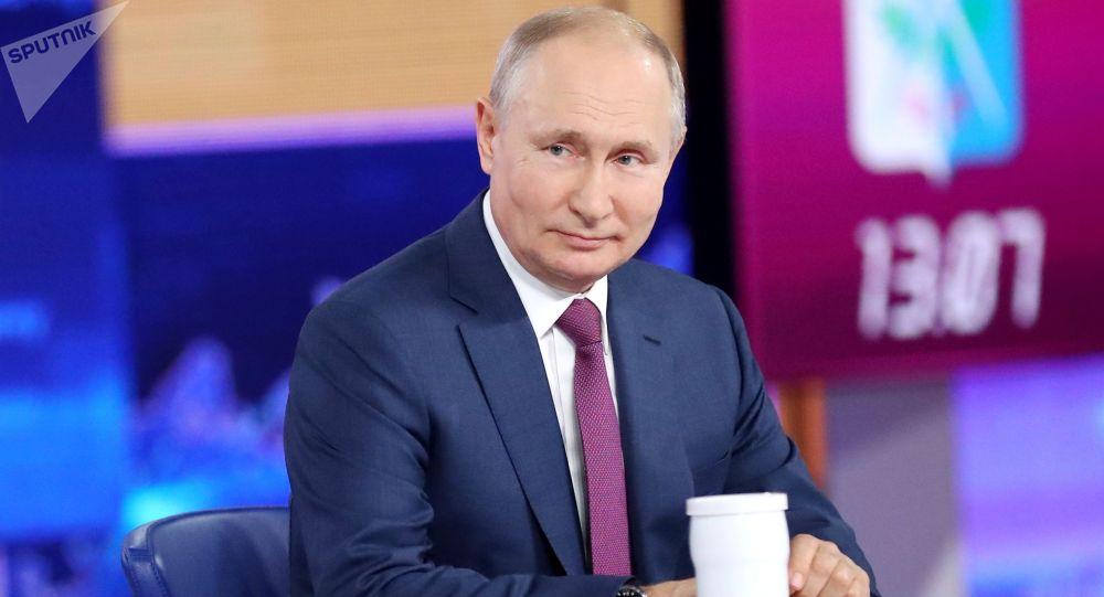 Россиянын президенти Владимир Путин түз эфир учурунда