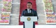 Президент Садыр Жапаров жалпы республикалык тестирлөөнүн (ЖРТ) жыйынтыгы боюнча эң жогорку упай топтогон орто мектептер менен лицейлердин бүтүрүүчүлөрүнө алтын сертификат тапшыруу учурунда