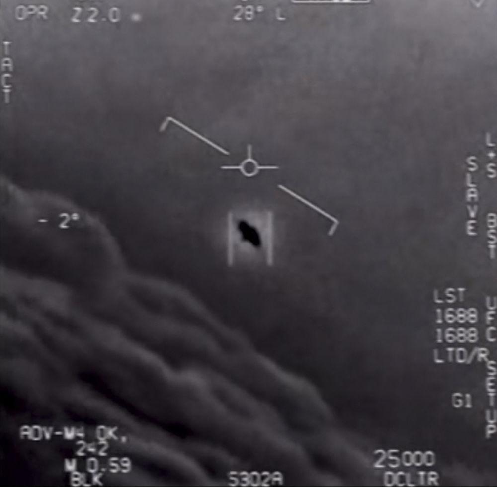 АКШнын аскер-деңиз флотунун учкучтары тарткан видеону Коргоо министрлиги былтыр скриншот кылган