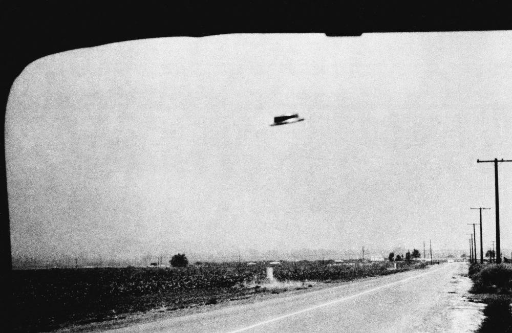 1965-жылы 3-августта Калифорниянын Санта-Ана шаарына жакын жерде тартылган деп болжолдонгон НЛОнун сүрөтү