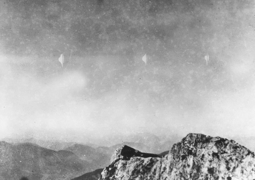 1954-жылы Австриянын Рейхенштайн тоосунан түшүп келе жаткан фотограф Эрих Кайзер учуп жүргөн объектилерди тартып алган