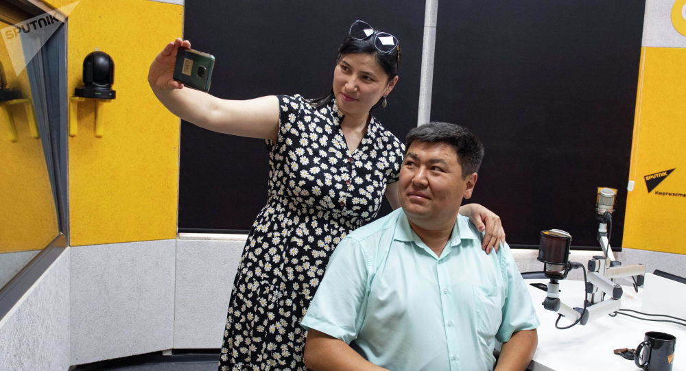 Акын жубайлар Кутмырза Жакыбалиев менен Гүлзина Мыйзанбекова