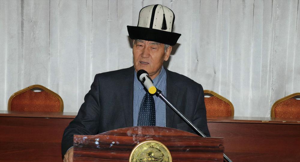 Тарыхчы, профессор Ташманбет Кененсариев. Архивдик сүрөт