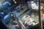 Пользователей соцсети поразил мужчина, сохранявший удивительное спокойствие во время вооруженного ограбления кафе в Мексике.
