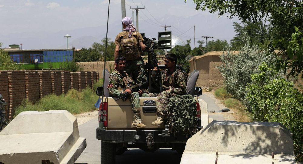 Солдаты Афганской национальной армии (АНА) в 70 км к северу от Кабула