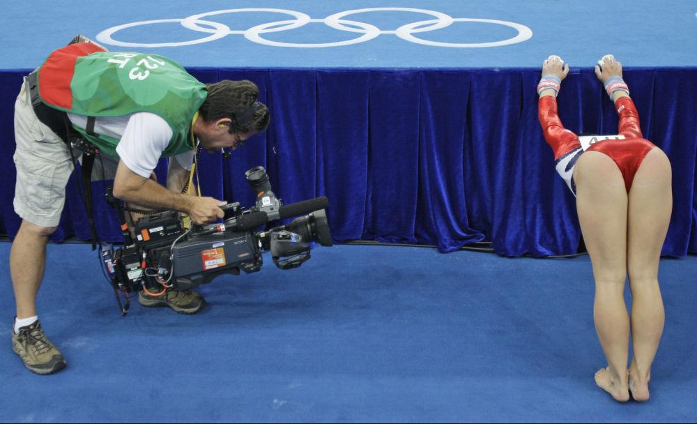 Америкалык гимнастика чебери Шон Жонсон 2008-жылдагы Пекин Олимпиадасында программасын тартуулоого даярданып жаткан чагы