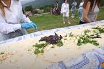 Арменияда каламадан 40 метрлик бутерброд жасалып, ичине түрдүү сорттогу сыр менен жыпар жыттуу чөптөр кошулду.